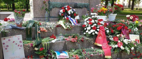 Gedenkkundgebung am Denkmal der Roten Armee in Dresden