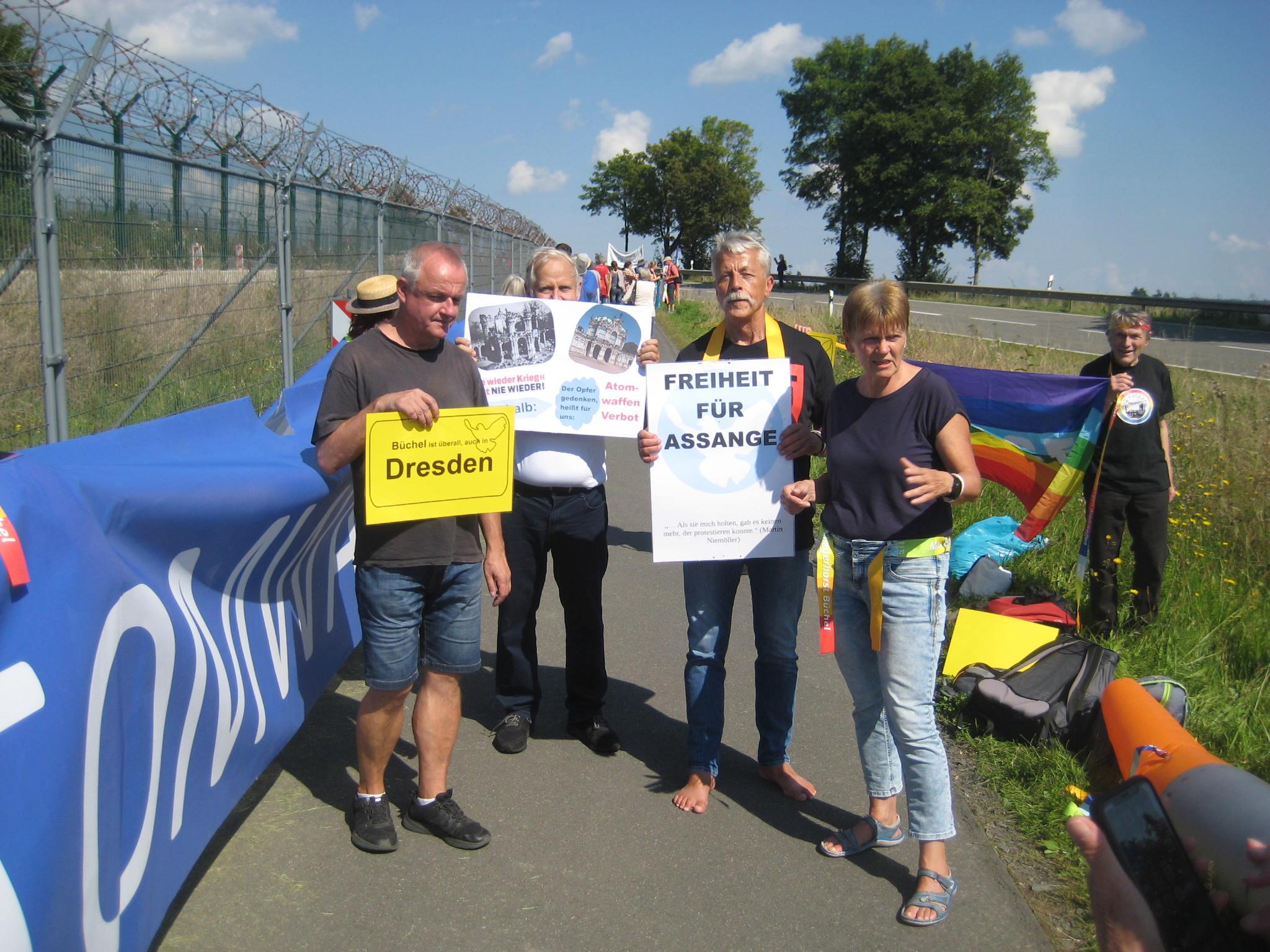 9 Dresdner beim Protest gegen Atomwaffen am Fliegerhorst Büchel